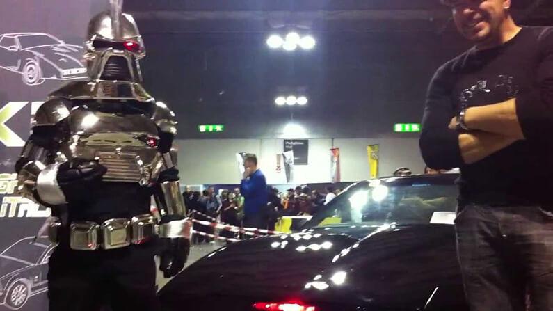 La voiture KITT de K 2000 et un cylon de la série Galactica