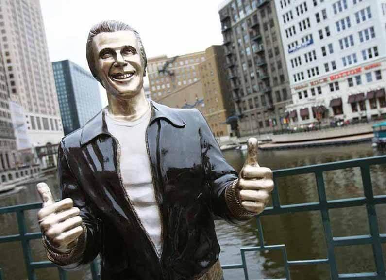 Statue en bronze de Fonzie, de la série Happy days, à Milwaukee