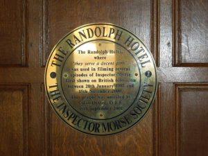 Plaque rendant hommage à la série Inspecteur Morse dans l'hôtel où des scènes ont été filmées