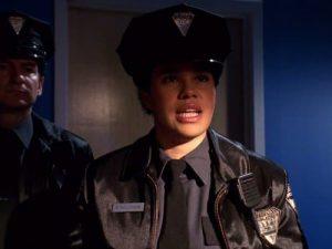 Policiers dans la série Smallville qui ont le badge de la forme du logo de Superman