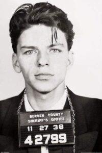 Franck Sinatra pris en photo lors de son arrestation en 1938