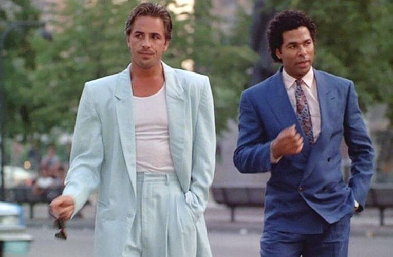 Crockett et Tubbs en costumes dans Deux flics à Miami